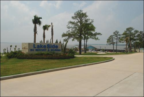 Entrance to Lake Side RV Resort